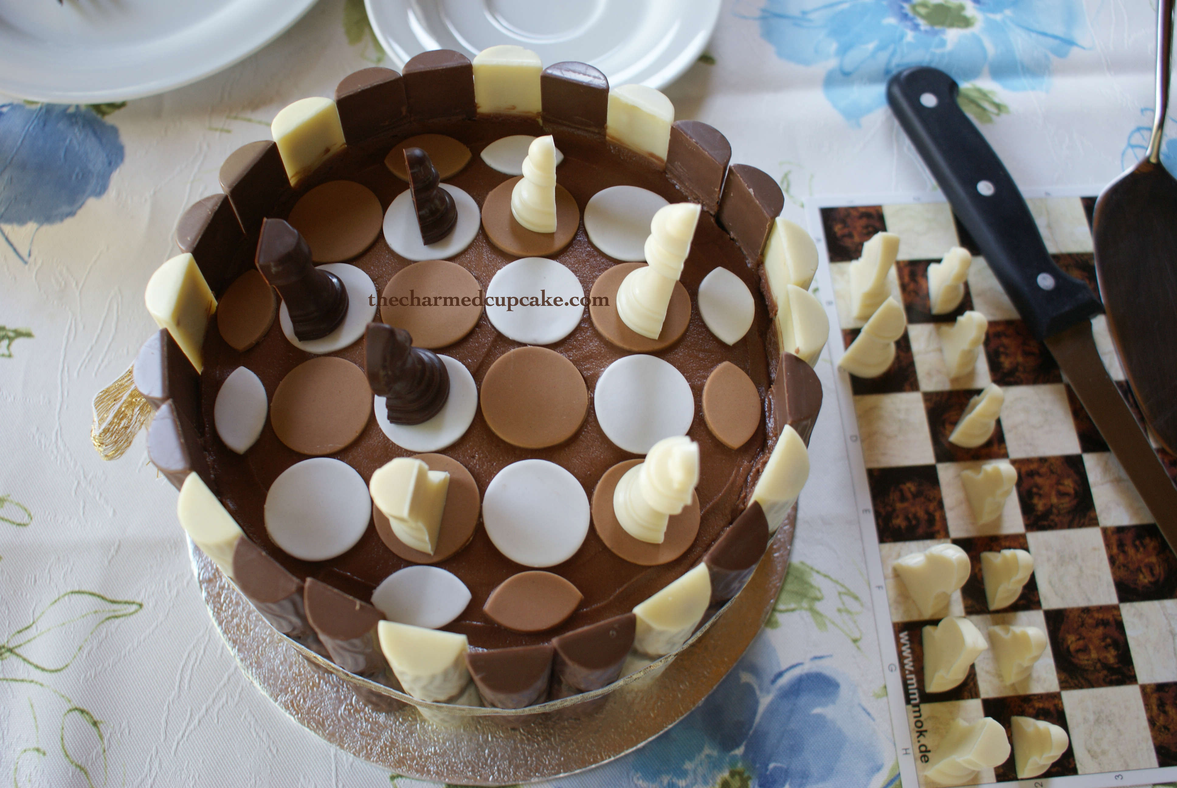 How To Cover A Cake Board With Checkered Fondant